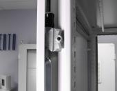 Шкафы напольные: закрывание двери